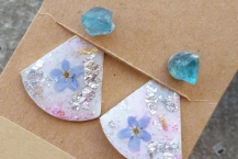 Top View Raw Blue Apatite Stud Earrings with Botanical Ear Jackets